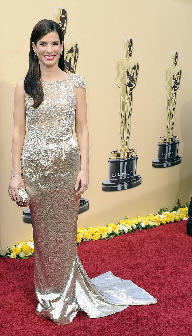 epa02135664 A file picture dated 07 March 2010 of US actress Sandra Bullock arriving on the red carpet for the 82nd Annual Academy Awards at the Kodak Theater in Hollywood, California, USA. Bullock has filed for divorce from Jesse James and has adopted a son, as media reports 28 April 2010.  EPA/ANDREW GOMBERT *** Local Caption *** 00000402070181