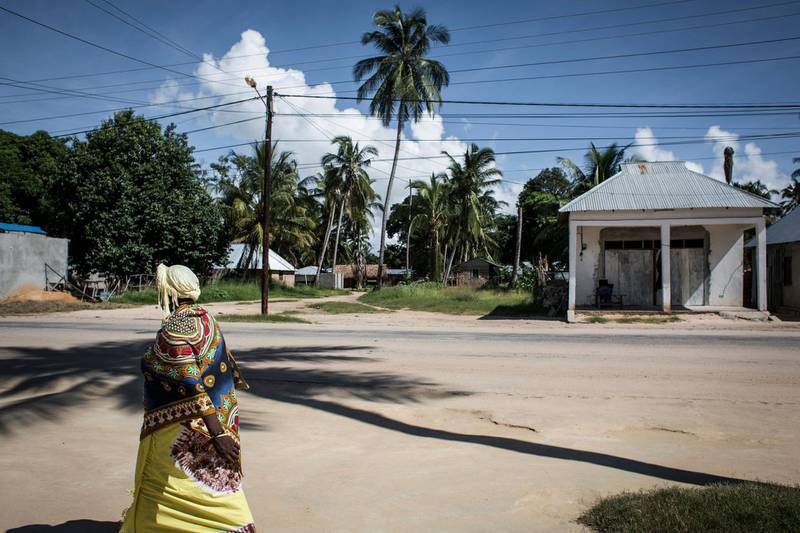 (FILES) In this file photo taken on February 16, 2017, a Mozambican woman walks in Palma, a small, palm-fringed fishing town meant to become a symbol of Mozambique's glittering future, transformed by one of the world's largest liquefied natural gas projects. Islamist militants have seized control of the northern Mozambique town of Palma, near a huge gas project involving French oil major Total and other international energy companies, security sources said on March 27, 2021. In their closest attack to the gas project in the three-year insurgency, the militants attacked the town in the northern province of Cabo Delgado on March 24, forcing nearly 200 people including foreign gas workers to be evacuated from a hotel where they had sought refuge. / AFP / JOHN WESSELS