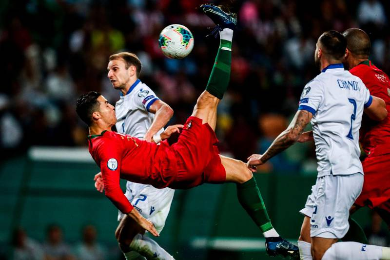 TOPSHOT - Portugal's forward Cristiano Ronaldo (L) vies with Luxembourg's midfielder Lars Gerson  during the Euro 2020 qualifier football match between Portugal and Luxembourg at the Jose Alvalade stadium in Lisbon on October 11, 2019. / AFP / CARLOS COSTA