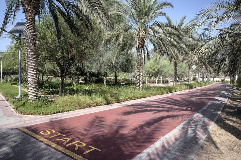 DUBAI UNITED ARAB EMIRATES. 12 NOVEMBER 2020. Community guide: Jumeirah Village Circle. Hafla park, one of the many parks in JVC. (Photo: Antonie Robertson/The National) Journalist: Sarwat Nasir. Section: Business.