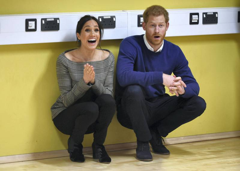 Britain's Prince Harry and his fiancée US actress Meghan Markle attend a street dance class during their visit to Star Hub community and leisure centre in the Tremorfa area of Cardiff, south Wales on January 18, 2018. (Photo by Geoff Pugh / POOL / AFP)