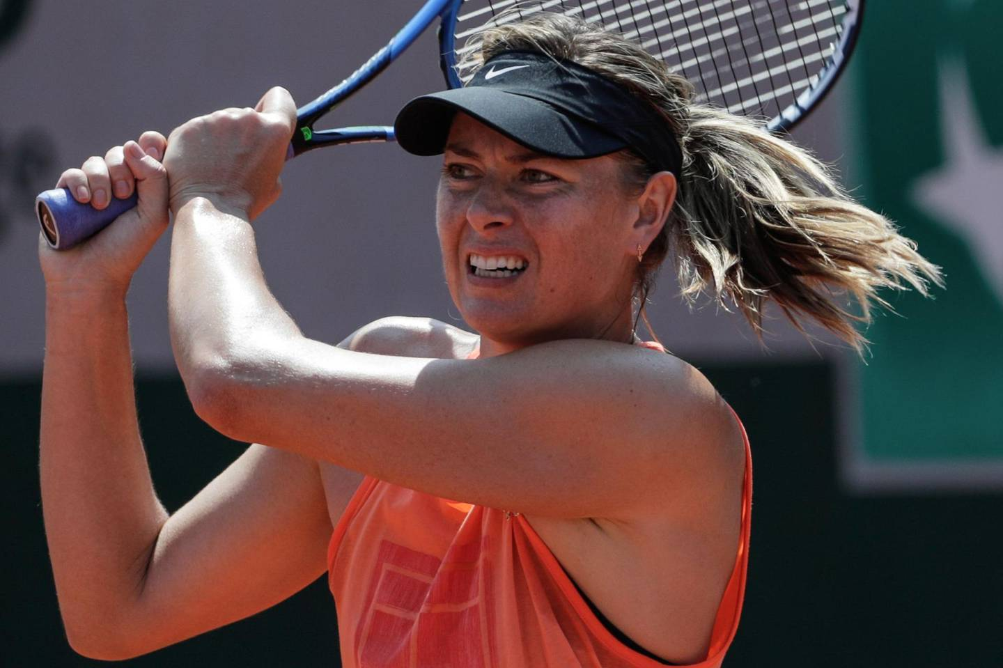 Russia's Maria Sharapova attends a training session at the Roland Garros stadium on May 25, 2018 in Paris, ahead of 2018 French Open tennis tournament.  / AFP / Thomas SAMSON