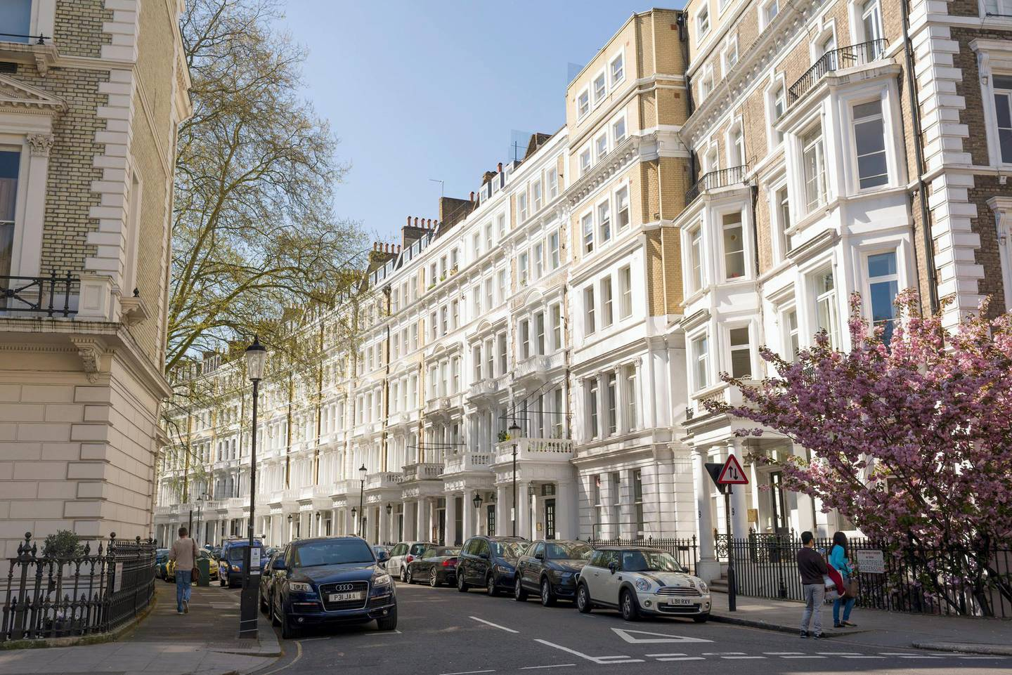 J4JDAE View of street with restored elegant Victorian Edwardian luxury houses in the exclusive area of South Kensington, London, UK