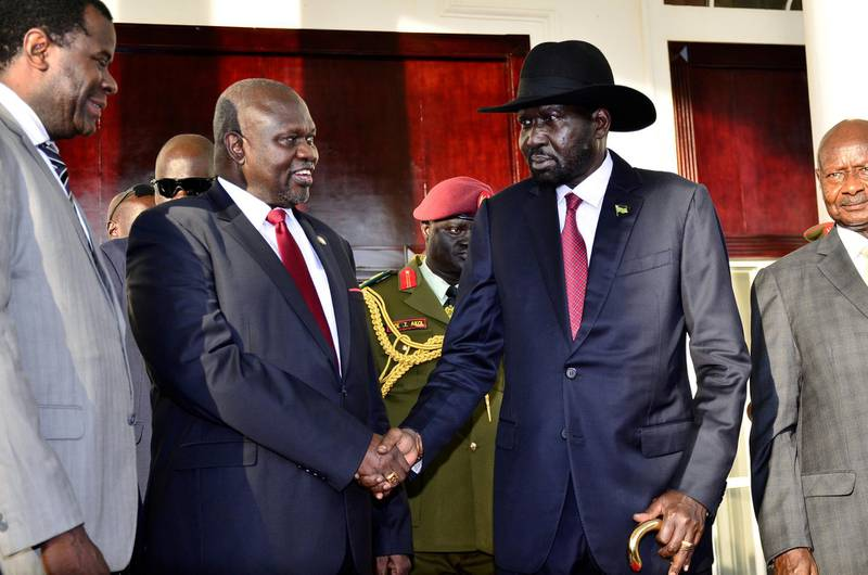 Leader of the Sudan People's Liberation Movement In Opposition (SPLM-IO) Riek Machar shakes hands with South Sudan's President Salva Kiir after a tripartite summit on the revitalised agreement on resolutions of the conflict in South Sudan, at the State House in Entebbe, Uganda, November 7, 2019. REUTERS/Stringer NO RESALES. NO ARCHIVES