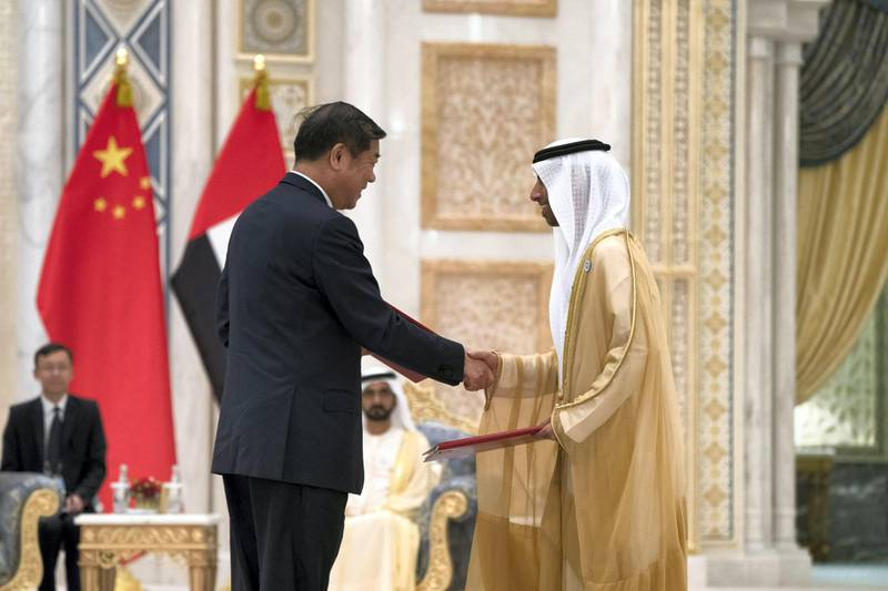 ABU DHABI, UNITED ARAB EMIRATES - July 20, 2018:  HE Suhail bin Mohamed Faraj Faris Al Mazrouei, UAE Minister of Energy (R), exchanges an MOU with a member of the Chinese delegation, during a reception for HE Xi Jinping, President of China (not shown), at the Presidential Palace.   ( Mohamed Al Hammadi / Crown Prince Court - Abu Dhabi ) ---
