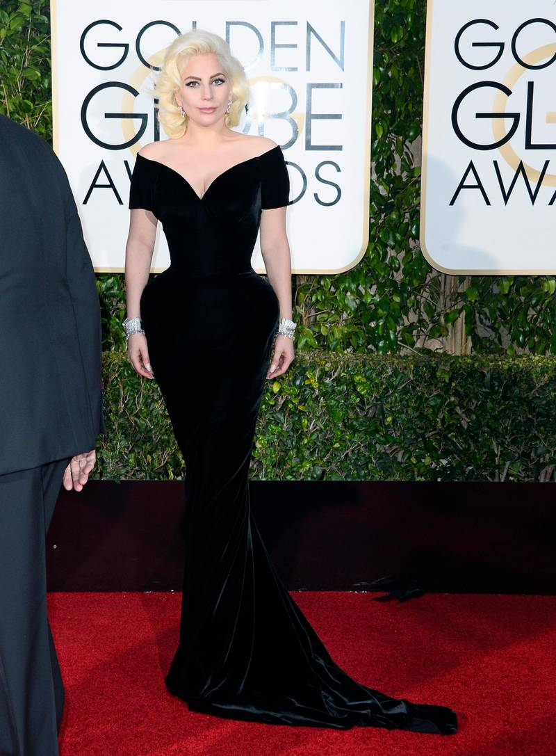epa05096409 Lady Gaga arrives for the 73rd Annual Golden Globe Awards at the Beverly Hilton Hotel in Beverly Hills, California, USA, 10 January 2016.  EPA/PAUL BUCK