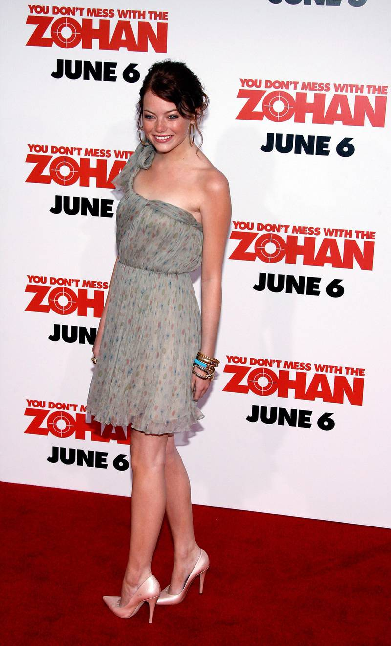 epa01360944 US actress Emma Stone arrives for the film premiere of 'You Don't Mess With the Zohan' in Los Angeles, California USA 28 May 2008. 'Zohan' by US director Dennis Dugan and written by US actor Adam Sandler is the story of an Israeli commando who fakes his own death in order to pursue his dream: becoming a hairstylist in New York.  EPA/PAUL BUCK