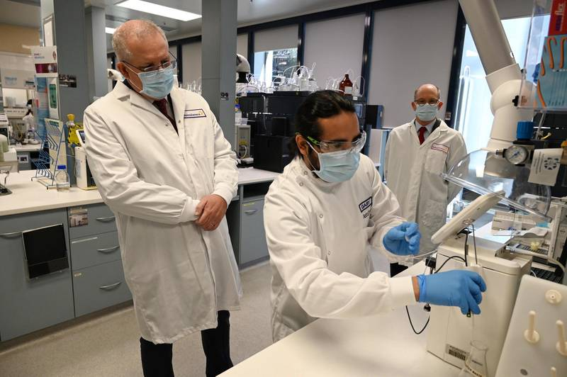 epa08611964 Australian Prime Minister Scott Morrison (L) tours the Astra Zeneca laboratories in Macquarie Park, Sydney, Australia, 19 August 2020. The Australian government has signed a deal with AstraZeneca for a supply of a COVID-19 vaccine.  EPA/Nick Moir / POOL