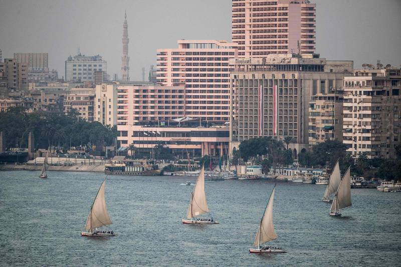 A picture taken on September 30, 2019 shows Egyptian sail boats, known as Feluccas, sailing down the Nile River off central Cairo.  / AFP / Khaled DESOUKI