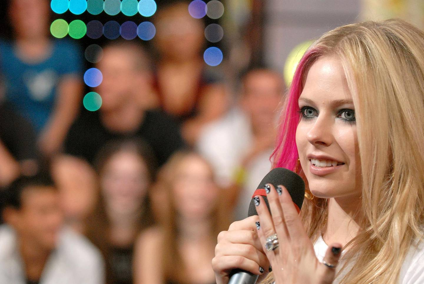 """NEW YORK - SEPTEMBER 05:  Singer Avril Lavigne shows fans her engagement and wedding rings during her appearance on MTV's """"TRL"""" at MTV Studios in New York City's Times Square on September 5, 2007.  (Photo by Michael Loccisano/FilmMagic)"""
