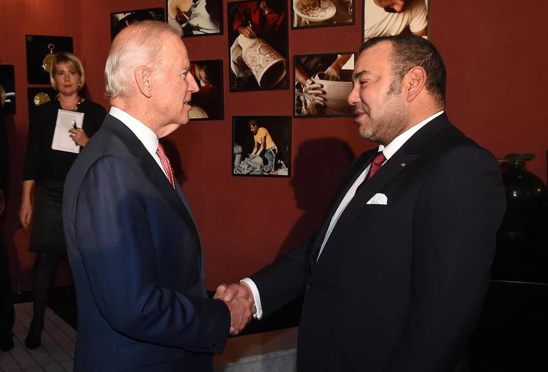 US Vice President Joe Biden (L) shakes hands with Morocco's King Mohammed VI at the royal palace in Fez on November 19, 2014. Biden is attending the Global Entrepreneurship Summit in Morocco, taking place for the first time on the African continent. AFP PHOTO/ FADEL SENNA (Photo by FADEL SENNA / POOL / AFP)