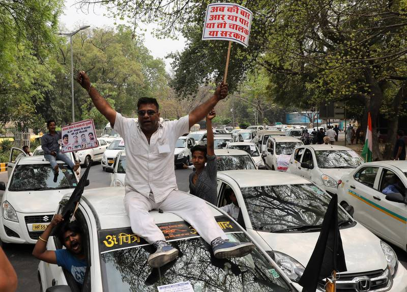 epa06620195 Indian drivers of app-based taxi services shout slogans during a protest against Ola and Uber companies in New Delhi, India, 22 March 2018. Reports stated that Uber and Ola drivers in New Delhi staged protest to demand better pay and working conditions.  EPA/RAJAT GUPTA