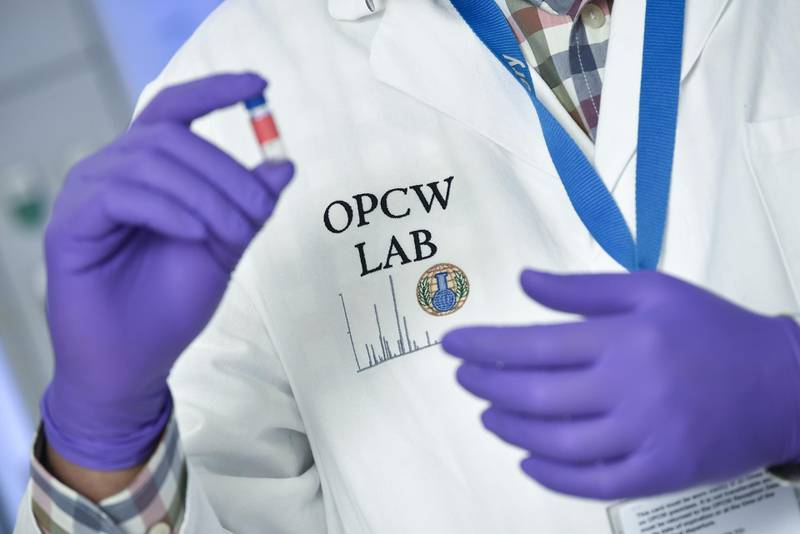 TOPSHOT - A laboratory technician controls a test vial at the OPCW (The Organisation for the Prohibition of Chemical Weapons) headquarters in the Hague, The Netherlands, on April 20, 2017.  Tucked away in a small industrial zone in the Dutch suburb of Rijswijk, the two-storey building, with about 20 staff, has been key to the two decades of painstaking work by the Organisation for the Prohibition of Chemical Weapons (OPCW) to eliminate the world's toxic arms stockpiles. / AFP PHOTO / JOHN THYS