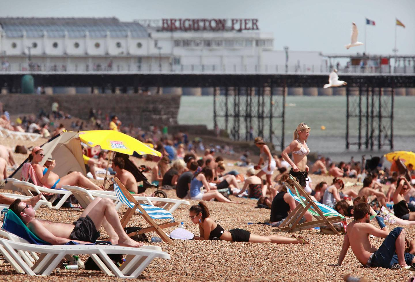 BRIGHTON, UNITED KINGDOM - JUNE 01:  Sun bathers enjoy the sea front on June 1, 2009 in Brighton, England. The United Kingdom is enjoying a blisteringly hot start to the summer with temperatures reaching as high as 25 centigrade in London.  (Photo by Peter Macdiarmid/Getty Images)