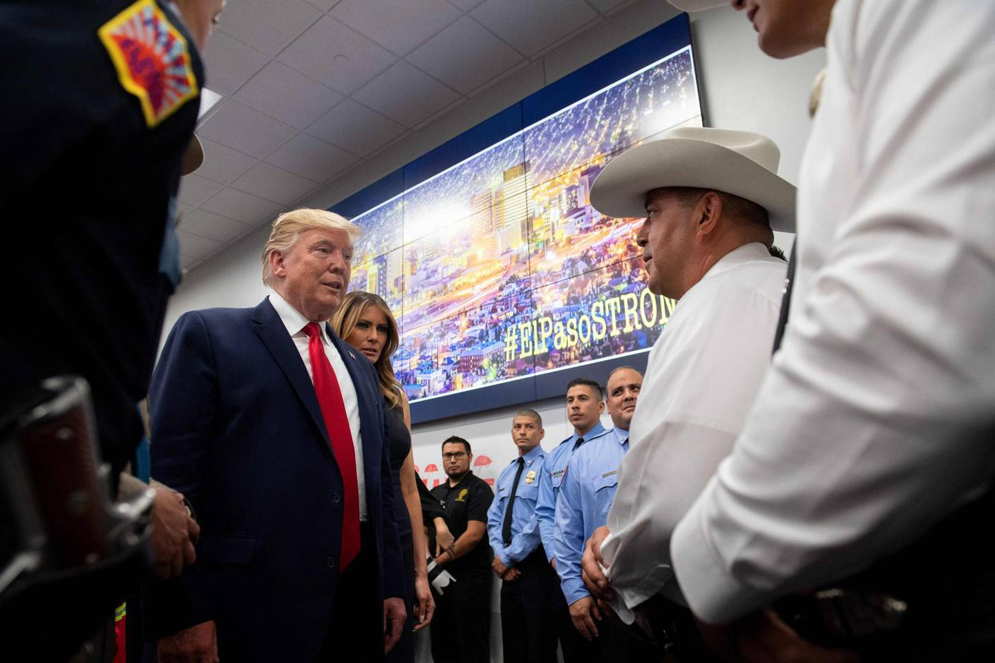 US President Donald Trump and First Lady Melania Trump visit an Emergency Operations Center in El Paso, Texas, August 7, 2019, following last weekend's mass shootings. / AFP / SAUL LOEB