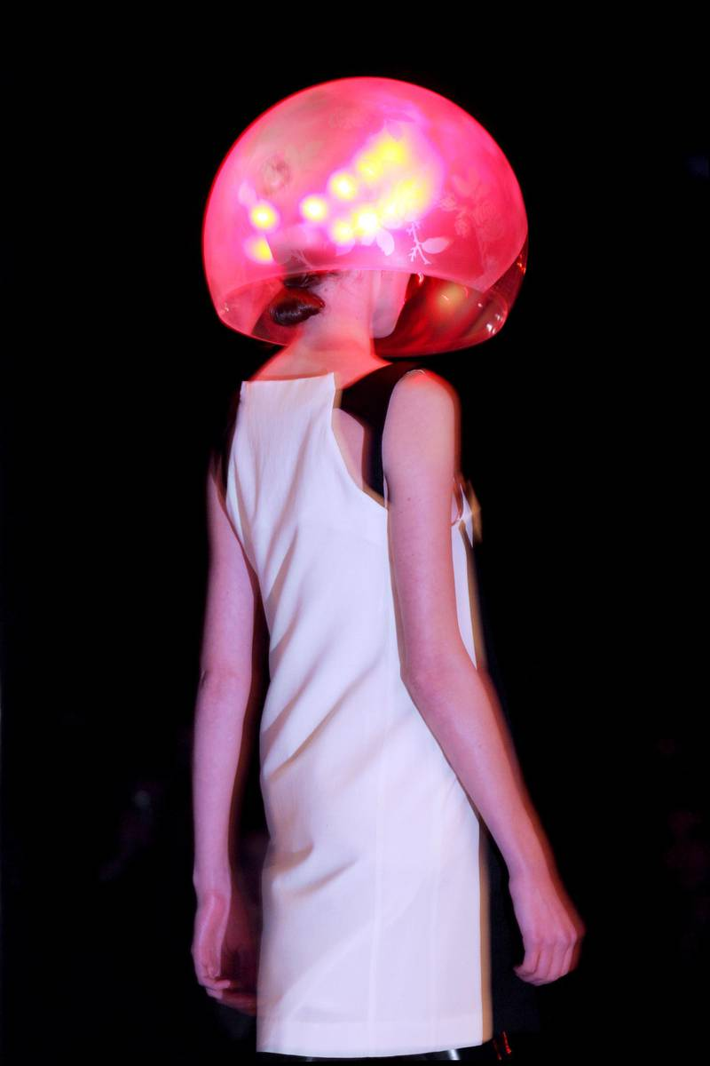 A model presents a creation by British-based Turkish Cypriot designer Hussein Chalayan during the Autumn/Winter 2007/2008 ready-to-wear collection show in Paris, 28 February 2007. AFP PHOTO FRANCOIS GUILLOT / AFP PHOTO / FRANCOIS GUILLOT