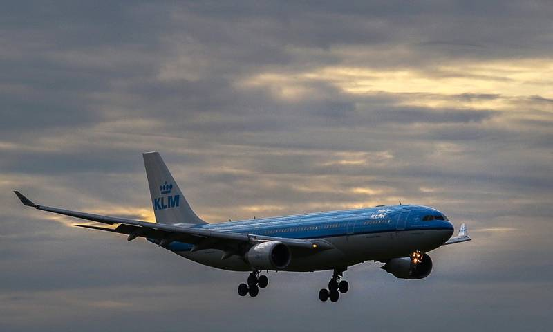 A KLM Airbus A330-200 aircraft lands at Pinto Martins International Airport in Fortaleza, Ceara state, Brazil, on May 03, 2018. - The aircraft will do the route Forataleza-Paris, which was inaugurated Thursday by French-Dutch Air France-KLM in partnership with Brazilian airline Gol. The inauguration of this flight to a little developed corner of Brazil highlights European airlines' attempt to bring the continents together, catching up with far more dominant routes between South and North America. (Photo by Fabio LIMA / AFP)