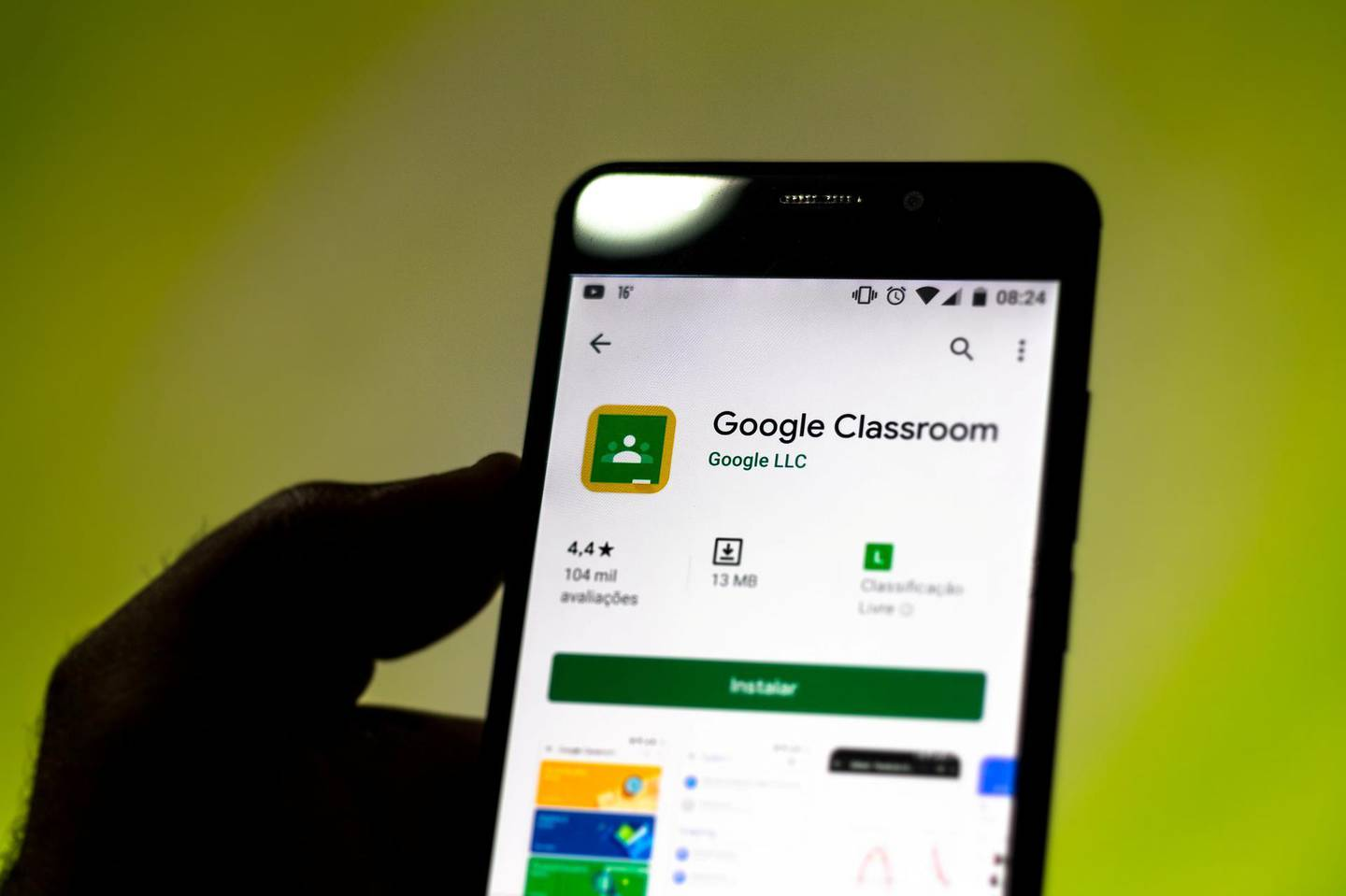 BRAZIL - 2019/09/11: In this photo illustration the Google Classroom logo is seen displayed on a smartphone. (Photo Illustration by Rafael Henrique/SOPA Images/LightRocket via Getty Images)