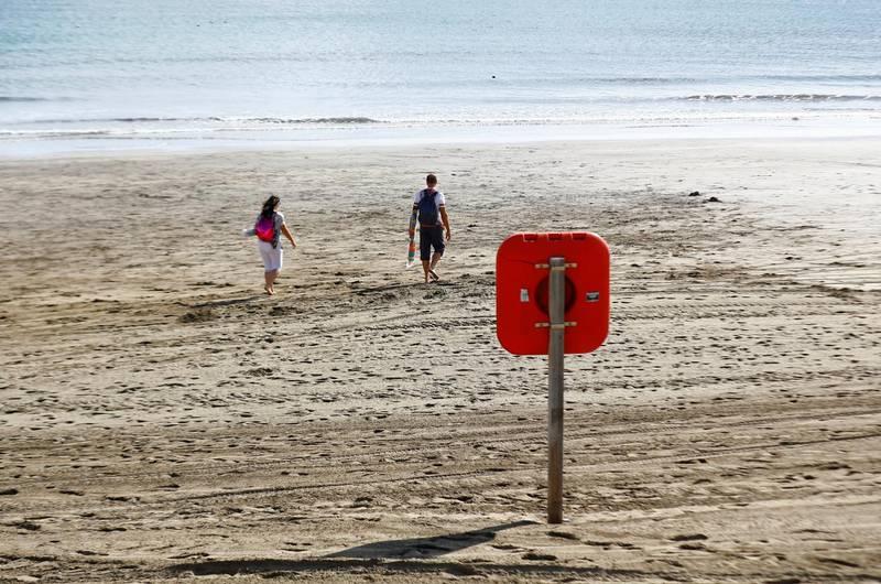 Tourists walk around the almost empty Playa del Ingles amid the spread of coronavirus disease (COVID-19) in Gran Canaria, Spain January 5, 2021. REUTERS/Borja Suarez