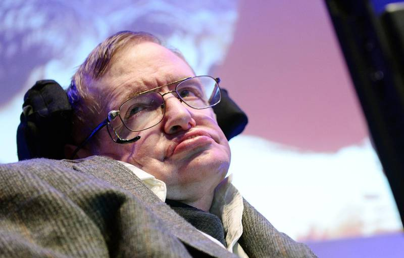 epa06602137 (FILE) - British theoratical physicist and cosmologist, Professor Stephen Hawking speaks to the press during the unveiling of his scientific formula for how England can win the 2014 World Cup at a press conference in London, Britain, 28 May 2014 (reissued 14 March 2018). British renowned physicist Stephen Hawking has died on early morning of 14 March 2018 at the age of 76, his family announced.  EPA/ANDY RAIN