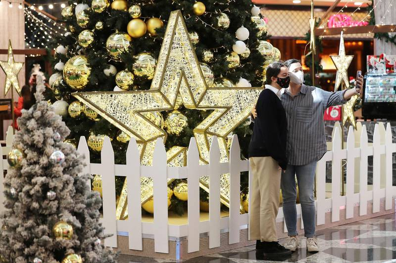 DUBAI , UNITED ARAB EMIRATES , November 26 – Visitors taking their photos at the Winter Wonderland Festive Market at Mall of the Emirates in Dubai. ( Pawan Singh / The National ) For News/Online/Standalone/Instagram/Big Picture