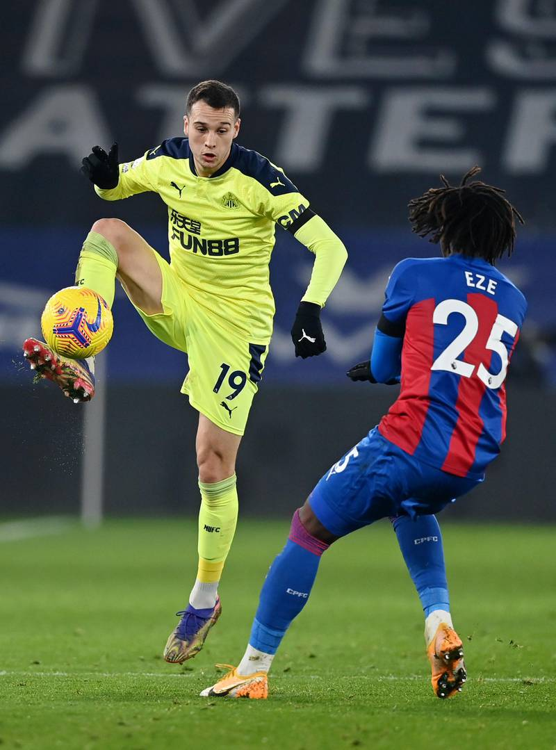 LONDON, ENGLAND - NOVEMBER 27: Javi Manquillo of Newcastle United controls the ball under pressure from Eberechi Eze of Crystal Palace  during the Premier League match between Crystal Palace and Newcastle United at Selhurst Park on November 27, 2020 in London, England. Sporting stadiums around the UK remain under strict restrictions due to the Coronavirus Pandemic as Government social distancing laws prohibit fans inside venues resulting in games being played behind closed doors. (Photo by Daniel Leal Olivas - Pool/Getty Images)