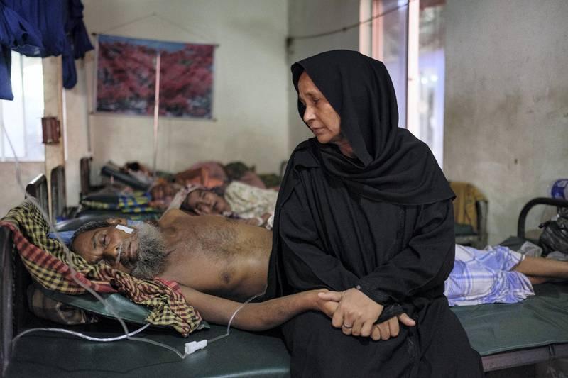 Rohingyas in Kutupalong clinic