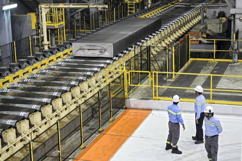Saudi employees observe an aluminium production line at the Maaden Aluminium Factory in Ras Al-Khair Industrial area near Jubail City, 570 kms east of the Saudi capital Riyadh, on November 23, 2016. Maaden Aluminium is a joint venture between the Saudi Arabian Mining Company (Maaden) and Alcoa, the third largest producer of aluminium in the world. / AFP PHOTO / FAYEZ NURELDINE