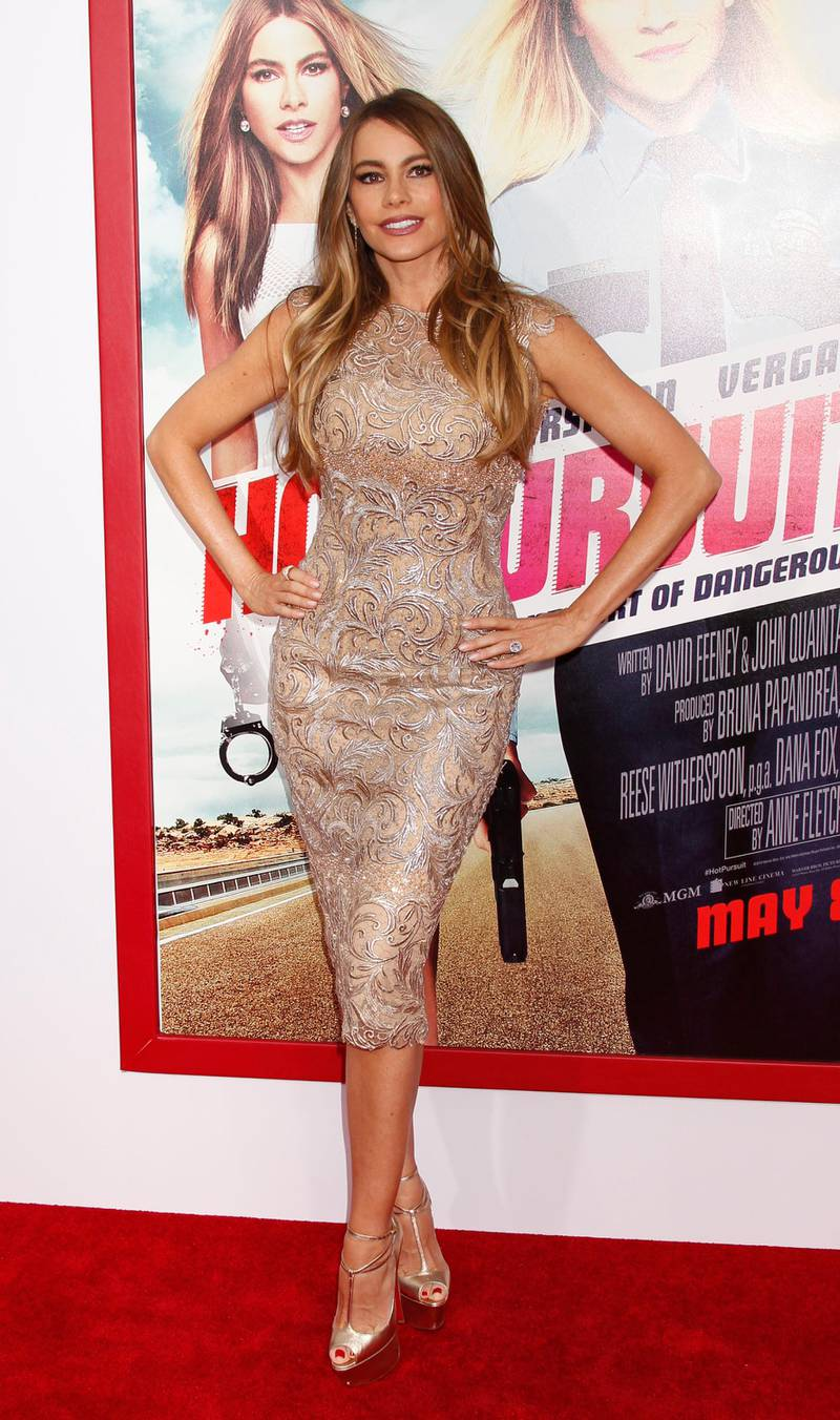epa04729423 Colombian actress Sofia Vegara arrives for the premiere of 'Hot Pursuit' at the TCL Chinese Theatre in Hollywood, California, USA, 30 April 2015.  EPA/Jimmy Morrison