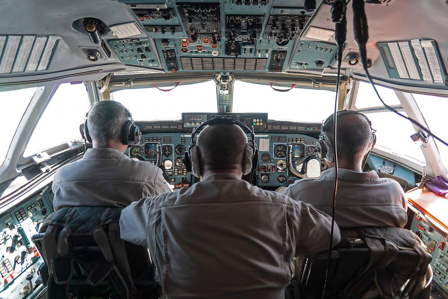 This picture taken on August 16, 2018, during a guided tour by the Russian Forces in Syria, shows the cockpit and crew members of an Antonov 72 (AN-72) Russian military aircraft during a flight between Khmeimim and Aleppo. (Photo by Andrei BORODULIN / AFP)
