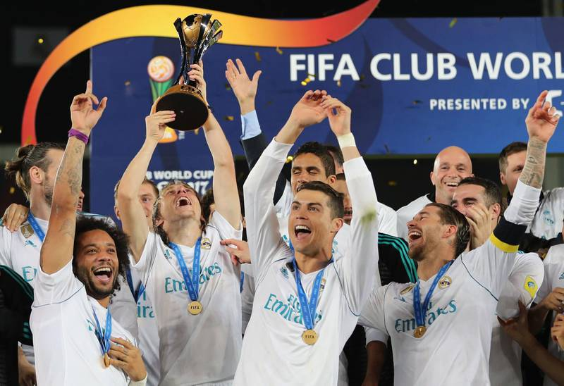 (Front L-R) Real Madrid's Marcelo, Luka Modric, Cristiano Ronaldo and Sergio Ramos celebrate with the FIFA Club World Cup trophy following their victory in the final football match against Gremio FBPA at the Zayed Sports City Stadium in Abu Dhabi on December 16, 2017. Real Madrid defeated Gremio 1-0 to lift the FIFA Club World Cup for the third time in their history. / AFP PHOTO / KARIM SAHIB