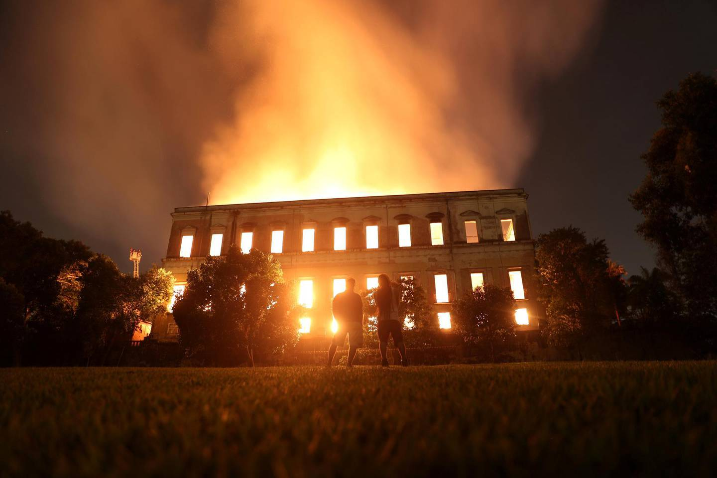 People watch as a fire burns at the National Museum of Brazil in Rio de Janeiro, Brazil September 2, 2018. REUTERS/Ricardo Moraes