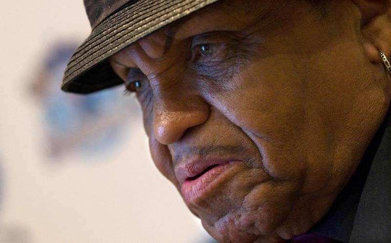 FILE PHOTO:  Joe Jackson, father of deceased pop star Michael Jackson, speaks to a question during an interview with Reuters in Madrid March 18, 2011.   REUTERS/Juan Medina/File Photo