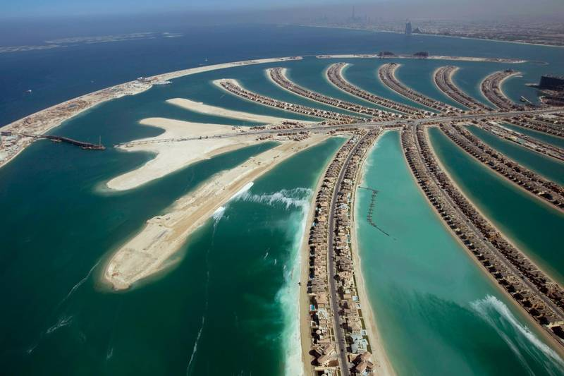 An aerial view of The Palm Island Jumeirah in Dubai and some residential homes that have been completed, November 8, 2007. REUTERS/Steve Crisp (UNITED ARAB EMIRATES)   FOR BEST QUALITY IMAGE: ALSO SEE GF2E5830Z1T01