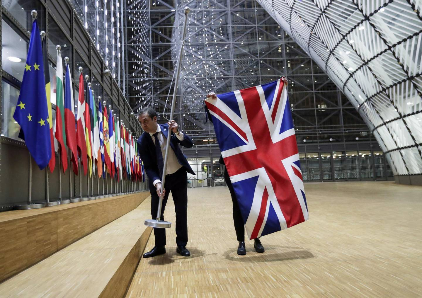 epa08881079 (FILE)  EU Council staff removed the Union Jack-British flag from the European Council in Brussels, Belgium, 31 January 2020 (reissued 13 December 2020). British and EU negotiators are re-engaging in Brussels 13 December 2020 for the final hours of the Brexit talks ahead of the latest deadline with both sides warning they are unlikely to reach an agreement.  EPA/OLIVIER HOSLET / POOL  ATTENTION: This Image is part of a PHOTO SET *** Local Caption *** 55838516