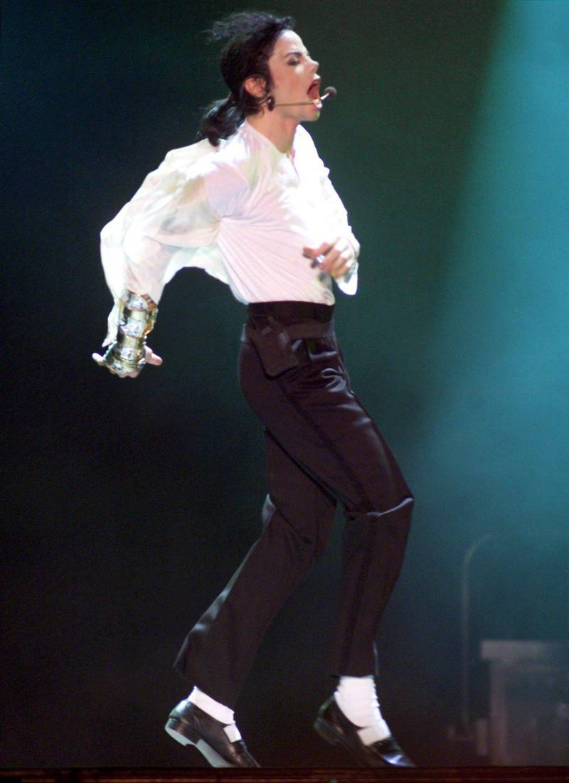 epa06963789 (FILE) - US singer Michael Jackson performs during the benefit concert 'Michael Jackson&Friends' at Olympic Stadium in Munich, Germany, 27 June 1999 (reissued 22 August 2018). Michael Jackson, the self-appointed 'King of Pop', would have turned 60 on 29 August 2018. He died on 25 June 2009 aged 50 after suffering a cardiac arrest.  EPA/JAN NIENHEYSEN  GERMANY OUT *** Local Caption *** 01774815