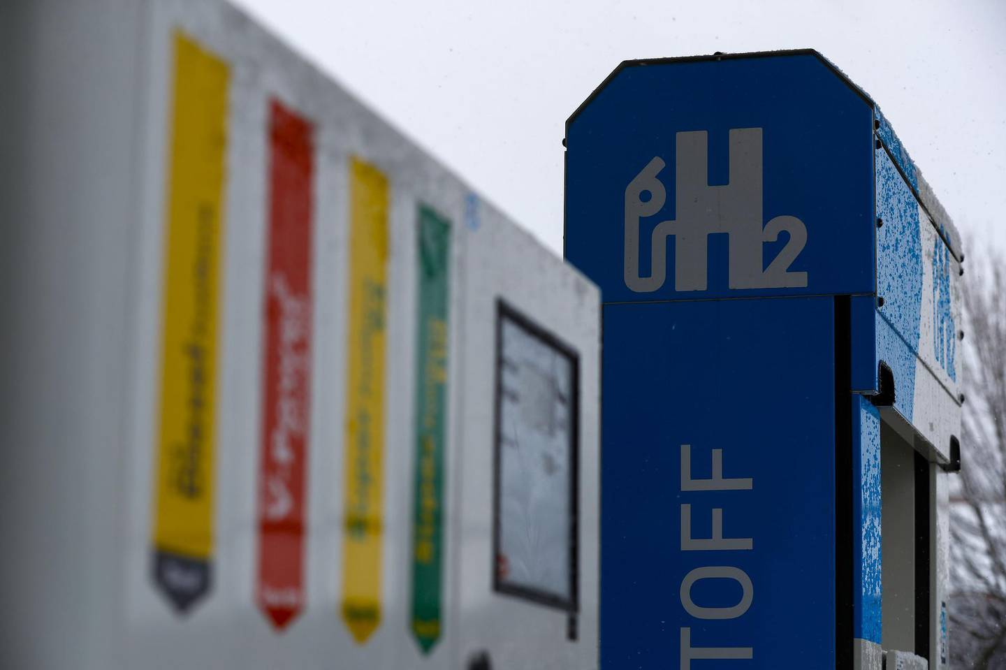 A hydrogen fuel pump stands on the forecourt of a Royal Dutch Shell Plc gas station in Sindelfingen, Germany, on Thursday, Feb. 26, 2020. Shipments of hydrogen fuel cells grew by more than 40% last year as proponents of the technology worked to establish it alongside lithium-ion batteries as a way to remove pollution from transportation. Photographer: Alex Kraus/Bloomberg