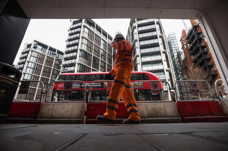 A construction worker passes the One Hyde Park luxury real estate development in London, U.K., on Wednesday, Jan. 2, 2018. Home price growth in the city has turned negative, according to a Bloomberg analysis of Land Registry data, months after analysts expected them to begin falling. Photographer: Chris Ratcliffe/Bloomberg