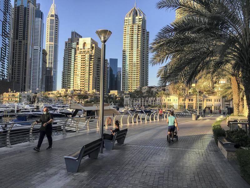 DUBAI, UNITED ARAB EMIRATES. 12 MAY 2020. Dubai residents exercise along the promenade in Dubai Marina (Photo: Antonie Robertson/The National) Journalist: None. Section: National.