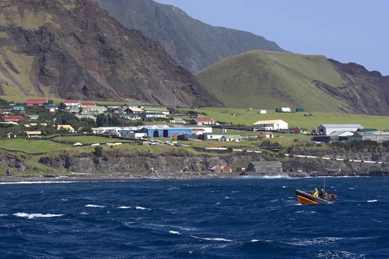 TR7423 Tristan da Cunha seen from the sea, Tristan da Cunha. Alamy