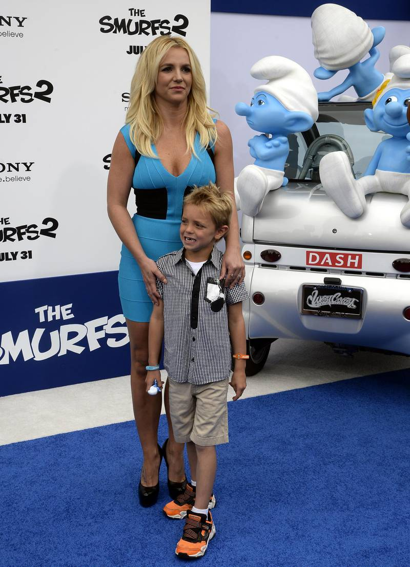 epa03805766 US singer Britney Spears (L) poses with her son Sean Federline (R) as they walks the blue carpet for the premiere of Smurfs 2 in Westwood, California, USA, 28 July 2013.  EPA/MICHAEL NELSON
