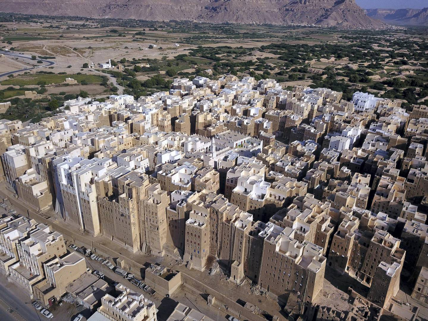 An aerial picture taken on October 17, 2020, shows a view of Shibam City in Yemen's central Hadramawt governorate. - Against the backdrop of what resembles the Grand Canyon stands Yemen's ancient city of Shibam, the 'Manhattan of the desert' that has largely been spared by war but remains at the mercy of natural disasters. (Photo by - / AFP)