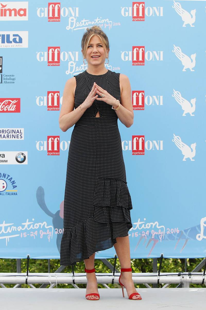 GIFFONI VALLE PIANA, ITALY - JULY 23:  Jennifer Aniston attends the Giffoni Film Festival Day 9 photocall on July 23, 2016 in Giffoni Valle Piana, Italy.  (Photo by Vittorio Zunino Celotto/Getty Images for Giffoni Film Festival)