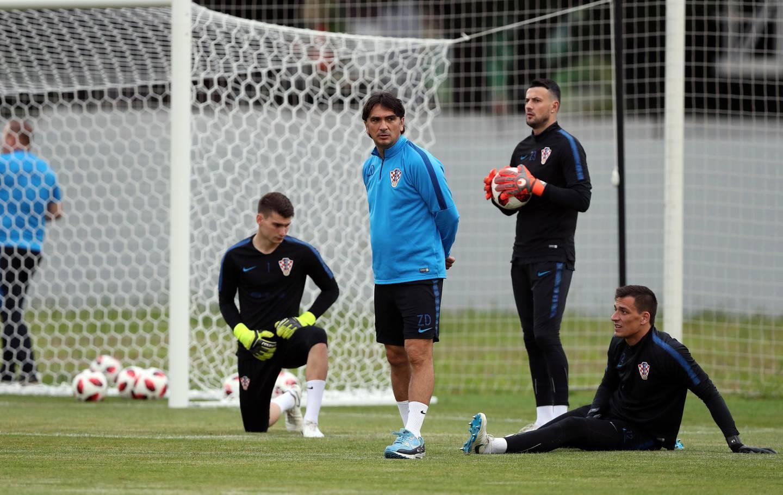 epa06861877 Croatia's head coach Zlatko Dalic (C) during a training session in Sochi, Russia, 03 July 2018. Russia will face Croatia on 07 July in a quarter final match of the FIFA World Cup 2018.  EPA/MOHAMED MESSARA