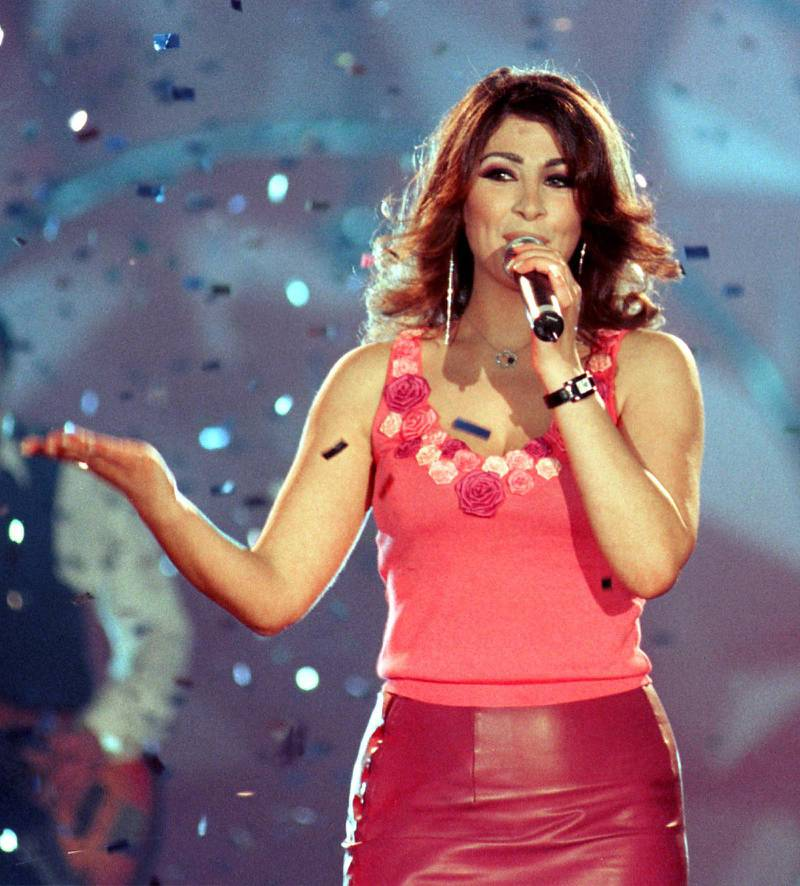 Lebanese singer Elissa performs during her show in the World Trade Center at the Dubai Shopping Festival 17 March 2001. AFP PHOTO/Eddy PADO (Photo by EDDY PADO / AFP)