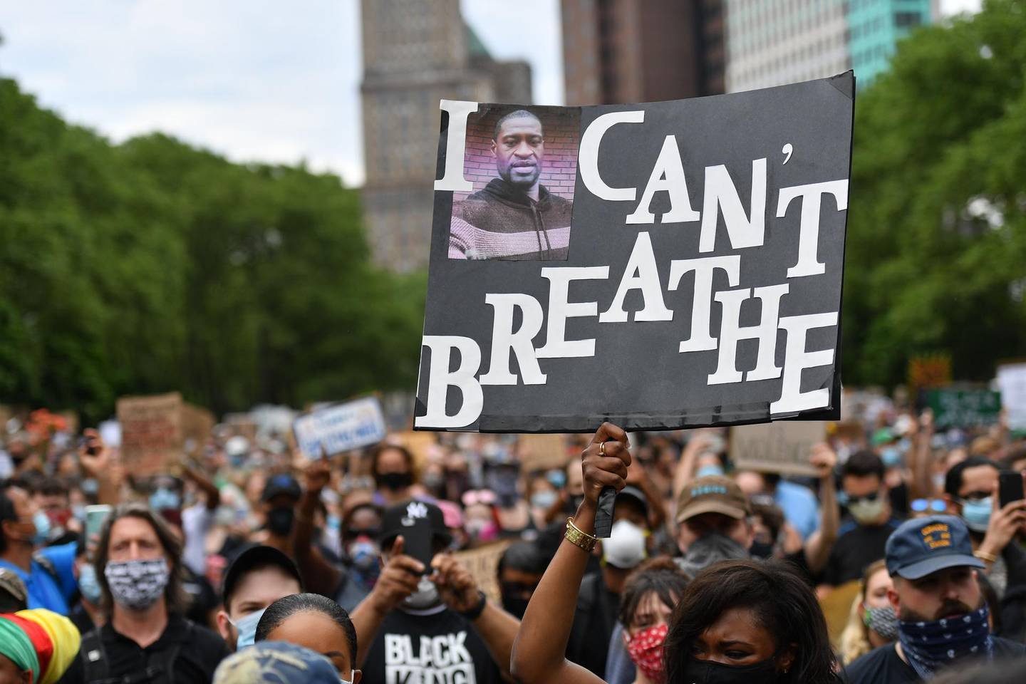 TOPSHOT - Protesters gather to demonstrate the death of George Floyd on June 4, 2020, in New York. On May 25, 2020, Floyd, a 46-year-old black man suspected of passing a counterfeit $20 bill, died in Minneapolis after Derek Chauvin, a white police officer, pressed his knee to Floyd's neck for almost nine minutes. / AFP / ANGELA WEISS