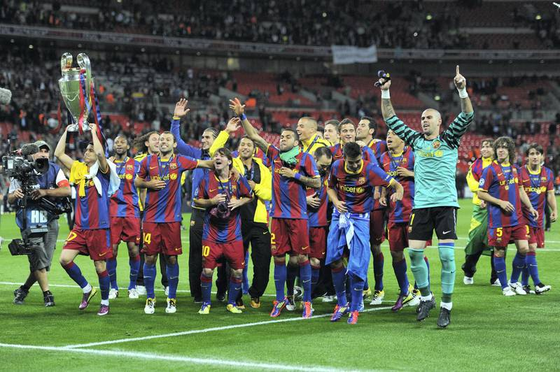 LONDON, ENGLAND - MAY 28:  Pedro of FC Barcelona (L) lifts the trophy as Barcelona celebrate in front of their fans after victory in the UEFA Champions League final between FC Barcelona and Manchester United FC at Wembley Stadium on May 28, 2011 in London, England.  (Photo by Jasper Juinen/Getty Images)