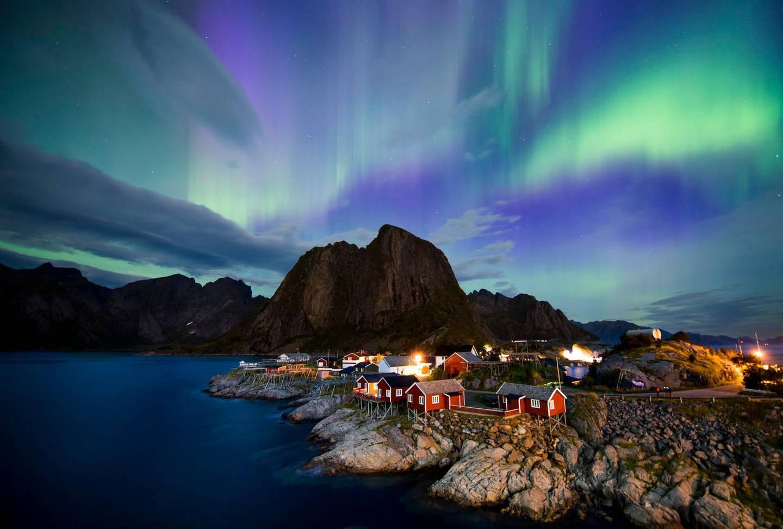 Northern lights (aurora borealis) illuminate the sky over Reinfjorden in Reine, on Lofoten Islands, Arctic Circle, on September 8, 2017. / AFP PHOTO / Jonathan NACKSTRAND