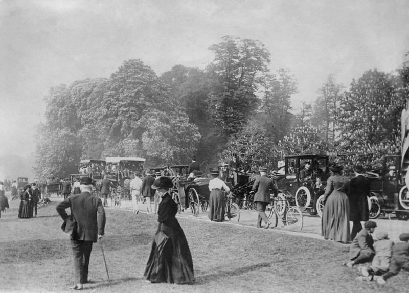 Great Britain, England, London, Bushy Park  -  Vintage property of ullstein bild 2:2   (Photo by Berliner Illustrations Gesellschaft/ullstein bild via Getty Images)
