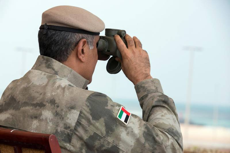 AL DHAFRA REGION, ABU DHABI, UNITED ARAB EMIRATES - April 08, 2018: HE Major General Mohamed Khalfan Al Romaithi, Commander in Chief of Abu Dhabi Police and Head of Security, Justice, Health and Safety Committee of Abu Dhabi Executive Council (C), witnesses a military exercise titled 'Homat Al Watan 2 (Protectors of the Nation)', at Al Hamra Camp.  ( Hamad Al Mansouri for Crown Prince Court - Abu Dhabi ) ---